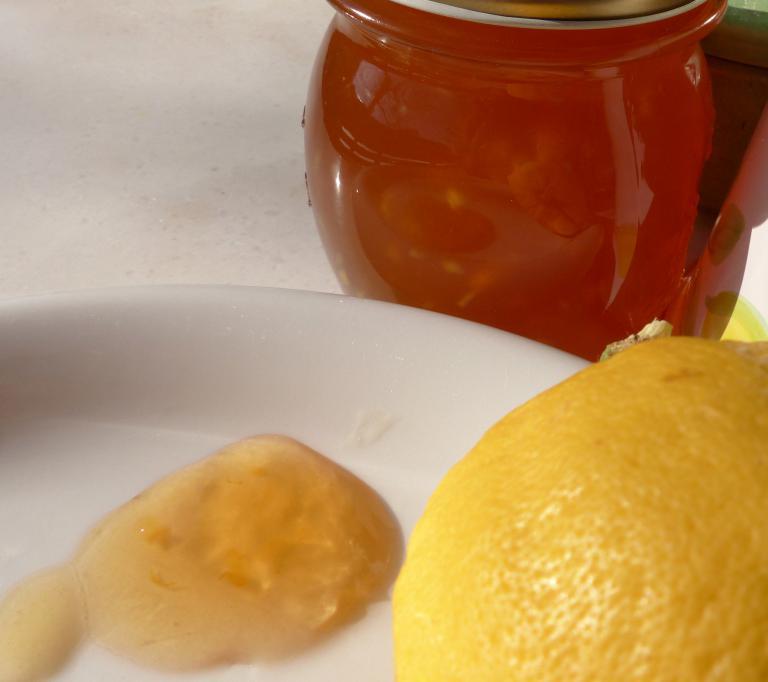 zitronengelee mit ingwer lemon jelly. Black Bedroom Furniture Sets. Home Design Ideas